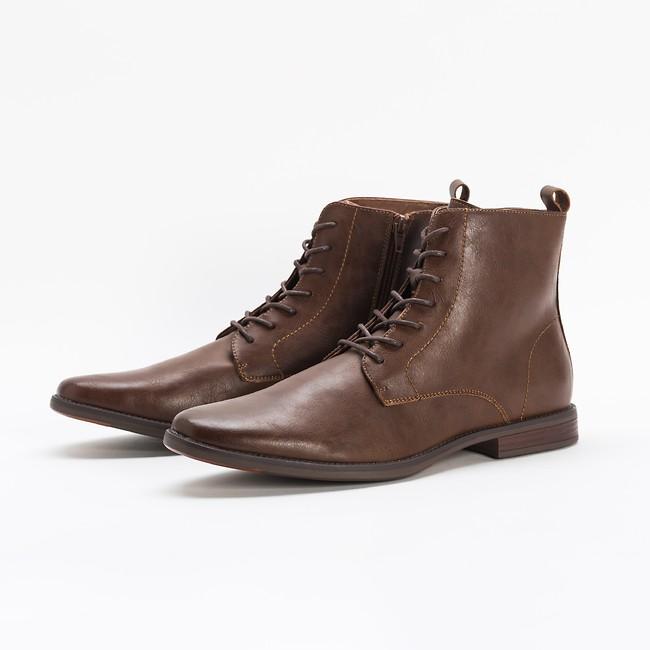 קסטרו/ 459 ₪    כל מה שגבר צריך מהמגפיים שלו    (צילום: יח