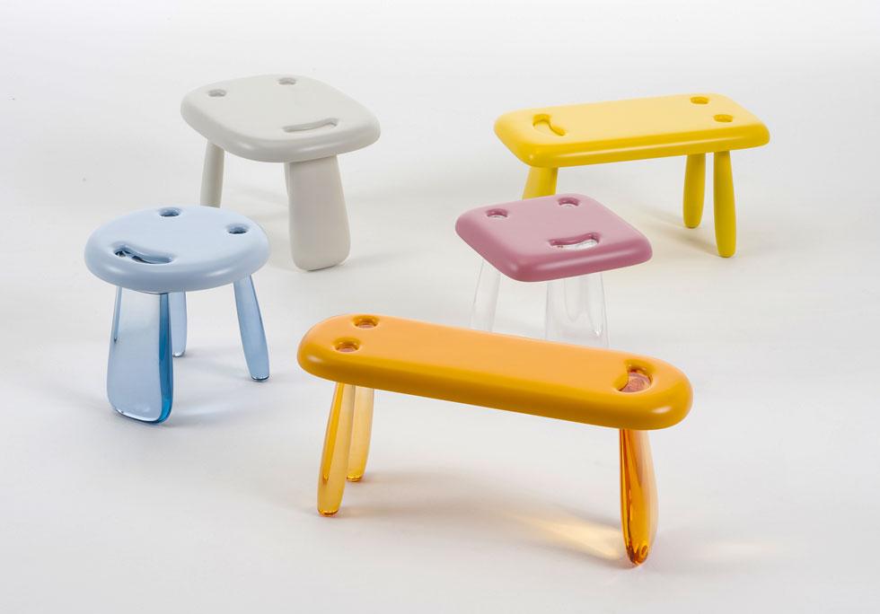 השרפרפים שעיצב הסטודיו היפני ''ננדו''  לחברת ''קרטל'' מחייכים, אך  יש מעצבים רבים שנהנים להעלות חיוך. להשיג ב''הביטאט''