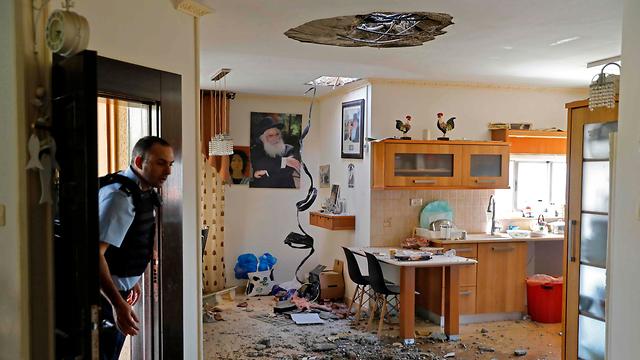 בעקבות ההסלמה וירי הרקטות מעזה: פגיעה בבית בנתיבות (צילום: AFP)