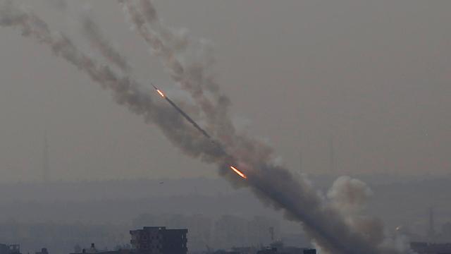 אזעקות ויירוטים לאחר ירי רקטות מעזה לאחר חיסול בכיר הג'יהאד (צילום: AP)