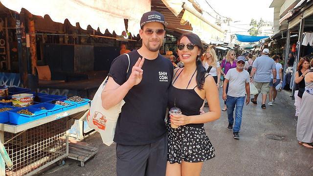 German tourist Roman and his companion in Carmel Market (Photo: Asaf Kamer)