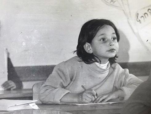 """רחלי קמינסקי, תמונה מכיתה ד'. """"אמא צרחה ואיימה לשרוף את הבית"""" (צילום: אלבום פרטי)"""