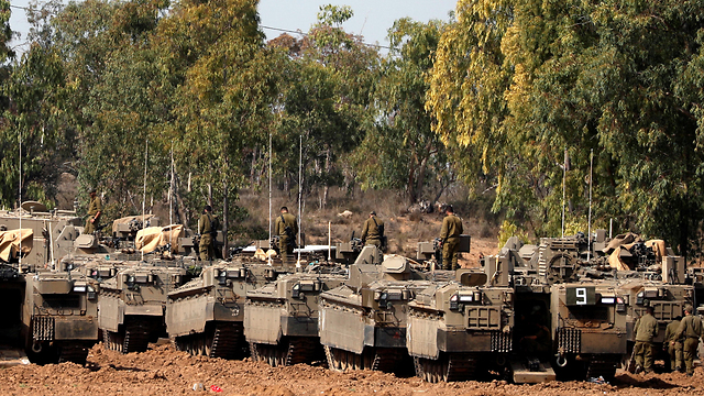 IDF tanks deploy along the Gaza border (Photo: Reuters)