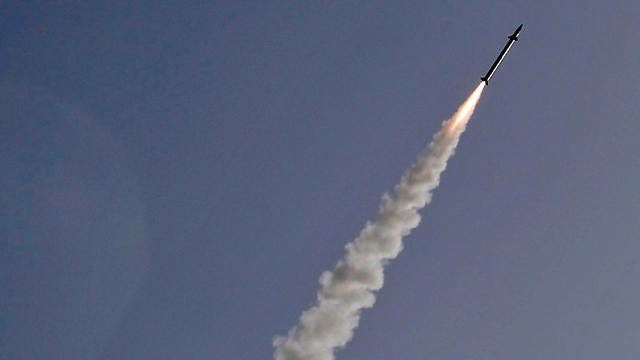 יירוטים מעל אשקלון (צילום: AFP)