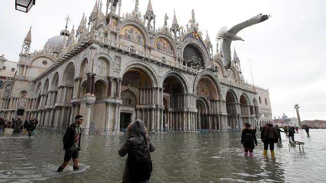 איטליה ונציה שיטפונות הצפה  (צילום: AP)
