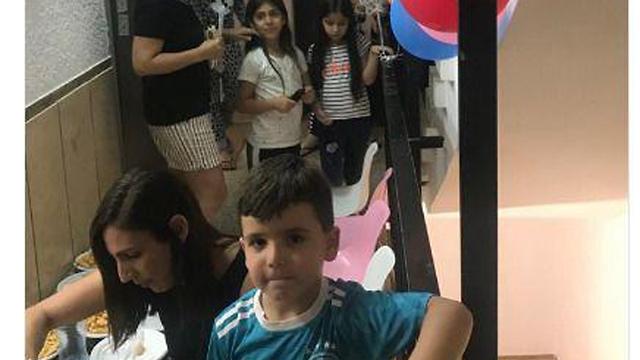 הילד שחגיגת יום ההולדת שלו בממד פורסמה בהודו ()