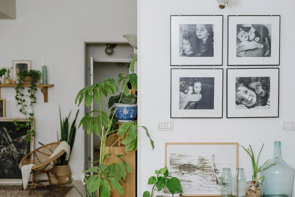 """""""אחד הדברים שאני עושה במסגרת העיצוב הוא לפתוח יחד עם בני הבית את כל הארונות והמחסנים ולחפש אוצרות"""" (צילום: מורן מעין)"""