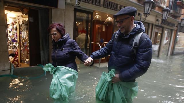 איטליה ונציה הצפה הצפות שיטפונות שיטפון  (צילום: AP)