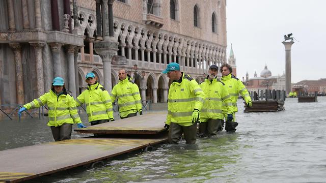 איטליה ונציה הצפה הצפות שיטפונות שיטפון  (צילום: EPA)