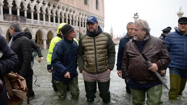 מתיאו סלביני ב ונציה הצפה הצפות שיטפון שיטפונות איטליה (צילום: EPA)