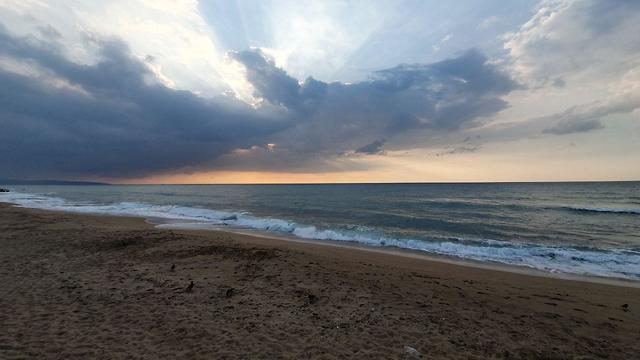 חוף נהריה (צילום: סער הס)