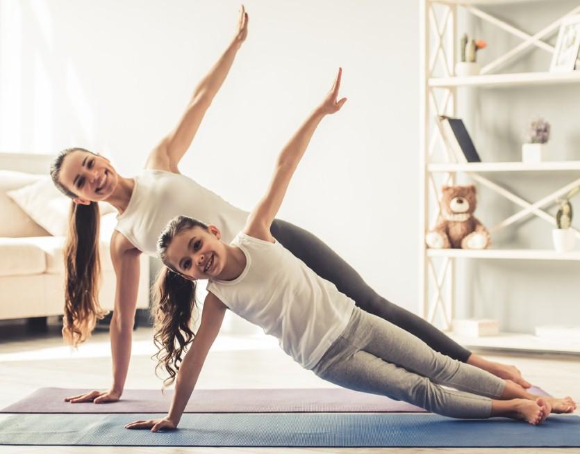 פעילות גופנית עוזרת לשמור על איזון וגם על הקשר המשפחתי (צילום: shutterstock)