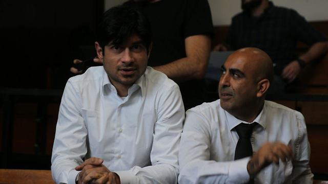 עורך הדין ברק כהן (מימין) משאמל עורך הדין איליה מרשק (צילום: מוטי קמחי)