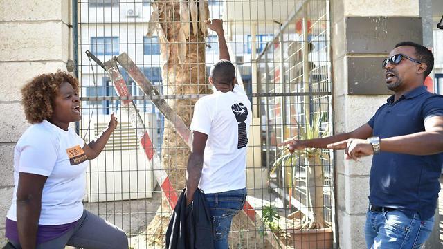 הפגנה מחוץ למשרד המשפטים בירושלים (צילום: יואב דודקביץ')