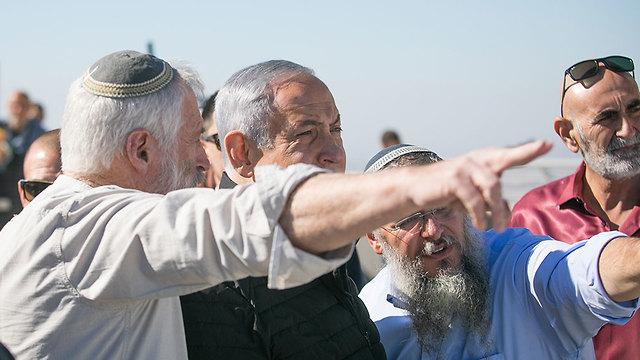 Benjamin Netanyahu meets with settler leaders in the West Bank (Photo: Noam Moskovitch)