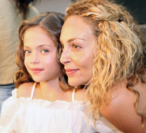"""2009. הבוהדנות מדגמות ביחד (צילום: רפי דלויה, מתוך קמפיין """"טו גו"""")"""