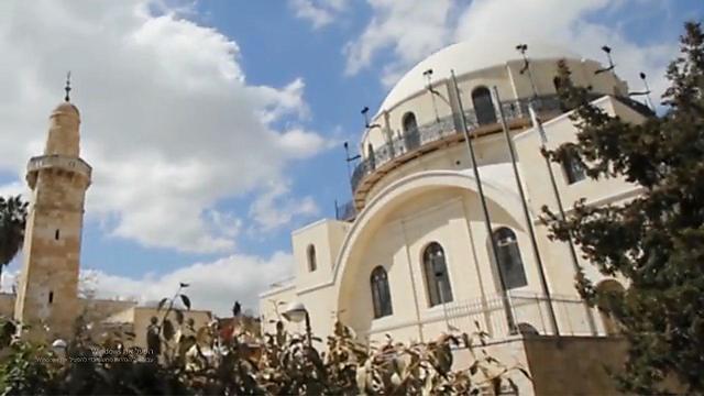 בית כנסת החורבה ולצדו מסגד סידנא עומר שהביא לחורבנו (צילום: רון פלד)