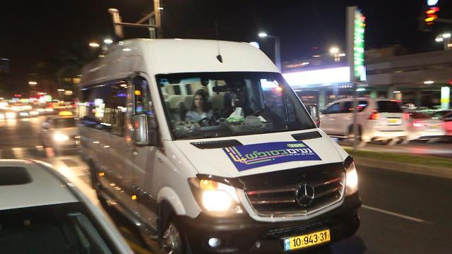 תחילת הפעלת מערך האוטובוסים בגוש דן (צילום: מוטי קמחי)