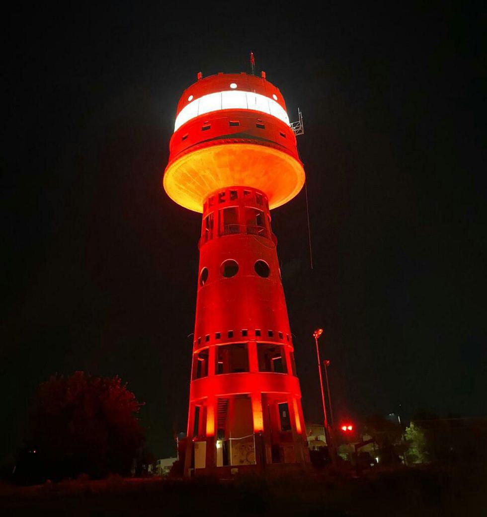 מגדל העמק  אור אדום הזדהות מאבק אלימות כלפי נשים (צילום: עיריית מגדל העמק)