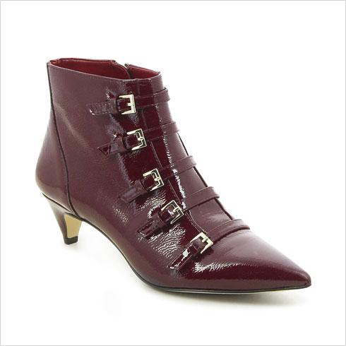 סטפ אין. עד 70 אחוז הנחה על נעליים ופריטי לבוש  (צילום: מאי דגן)