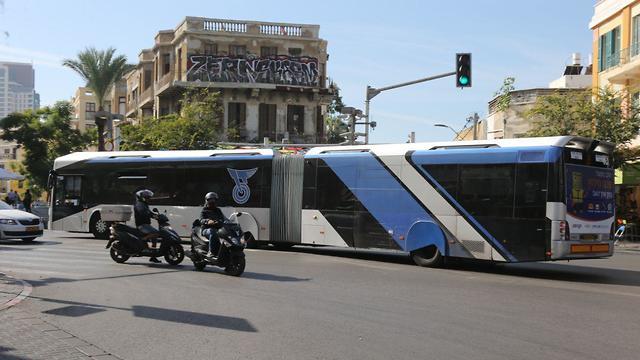 תחבורה ציבורית תל אביב (צילום: מוטי קמחי)