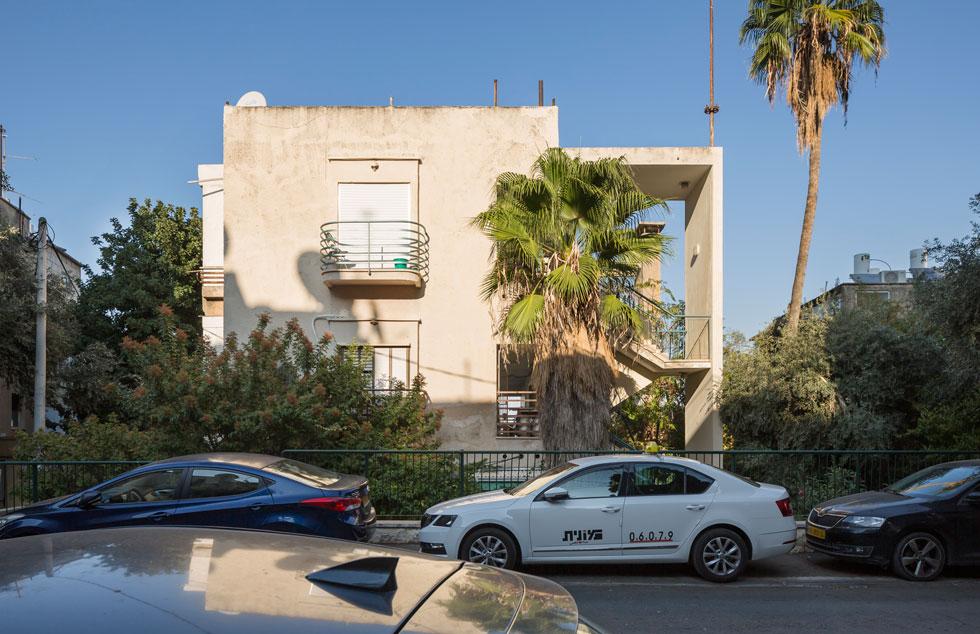 בית הזכוכית ברחוב בר גיורא, הדר עליון. האדריכל תיאודור מנקס תכנן רבים מהבתים בסביבה (צילום: אביתר הרשטיק)
