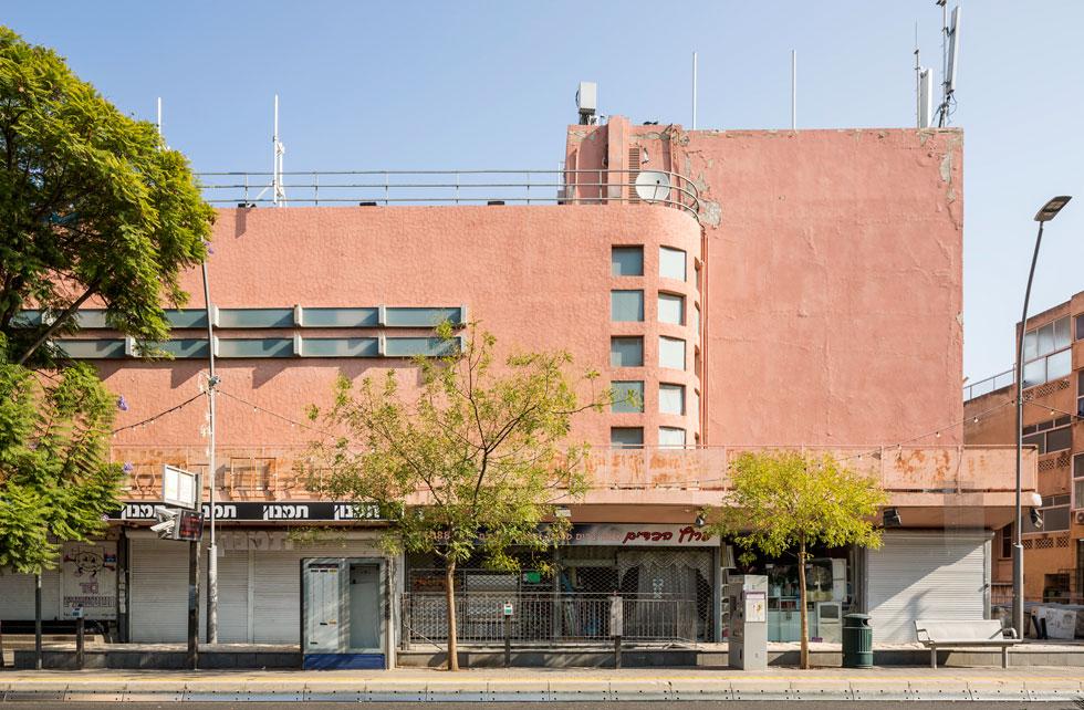קולנוע אורה ברחוב הרצל, בתכנונו של האדריכל אוסקר קאופמן, מי שתכנן גם את ''הבימה'' המקורי בת''א (צילום: אביתר הרשטיק)