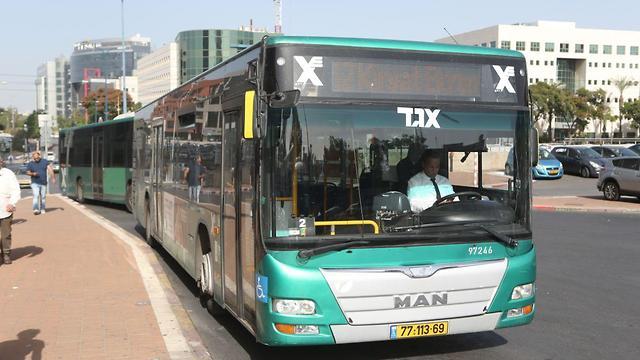 אוטובוסים ברחובות (צילום: אבי מועלם)