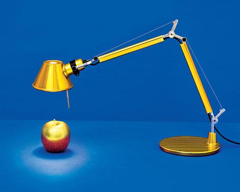 מנורה מדגם טולומאו של המותג ARTEMIDE ב-910 שקל (במקום ב- 1400 שקל), להשיג בקמחי תאורה