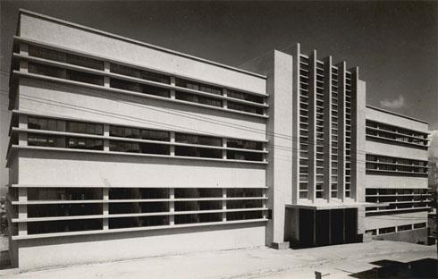 האדריכל משה גרשטל זכה בתחרות אדריכלים יוקרתית לתכנון שוק תלפיות (צילום: ז. לונהיים, מתוך אוסף ארכיון העיר חיפה)