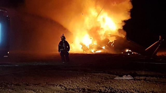 Вертолет объят огнем. Фото: пресс-служба Пожарной охраны