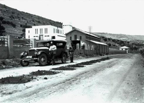 רוטנברג הקים תחנות איקוניות, כמו רדינג ובעיקר נהריים, וחיפה א' היא חלק מאותו סגנון בינלאומי במיטבו (צילום: חברת החשמל, cc)