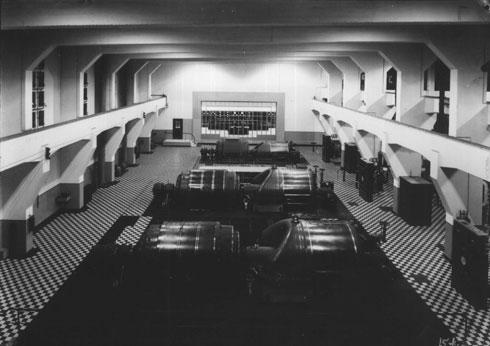 האולם מזכיר את זה שבתחנת רדינג (צילום: חברת החשמל, cc)