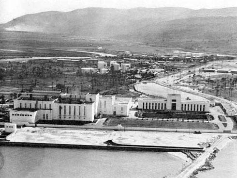 על שפת הים. תחנת הכוח חיפה א' (צילום: חברת החשמל, cc)