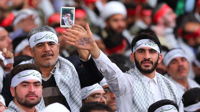 איראן המנהיג העליון עלי חמינאי פגישה עם אנשי בסיג' (צילום: EPA)