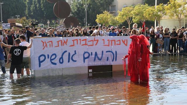 מחאה מחאת ה אקלים של ילדים תלמידים ב בימה ב תל אביב  (צילום: מוטי קמחי)