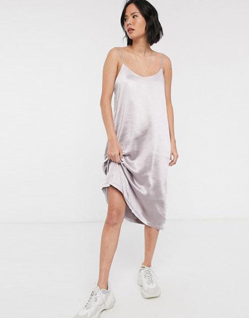"""מה לקנות באסוס? שמלה של המותג ד""""ר דנים, 177.12 שקל במקום 236.16 שקל (צילום: מתוך asos.com)"""