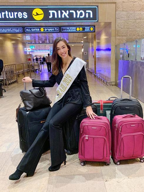 מאה נקודות למי שיגלה כמה מזוודות יש לי. רגע לפני הטיסה, איזה התרגשות! אאוטפיט: עדית בן-אברהם  (צילום: אלבום פרטי )