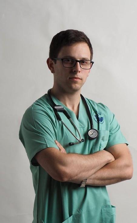 """במקום לעשות רפואה אנחנו עסוקים בלעשות קבלות, לסמן וי"""". לירן נבט גולן ( )"""