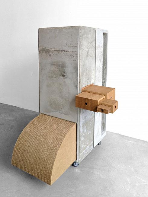 התערוכה בברלין מציגה פריטים שאי אפשר למצוא במוזיאונים האחרים. היא תסתיים בקרוב (Sigurd Larsen, Junggesellenschrank by hand (detail), 2019, , for original bauhaus © Sigurd Larsen)