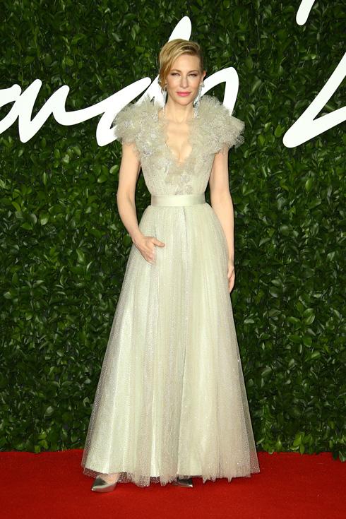 השחקנית האוסטרלית קייט בלאנשט, קלאסית מתמיד בשמלה נסיכותית של ארמאני פריווה  (צילום: AP)