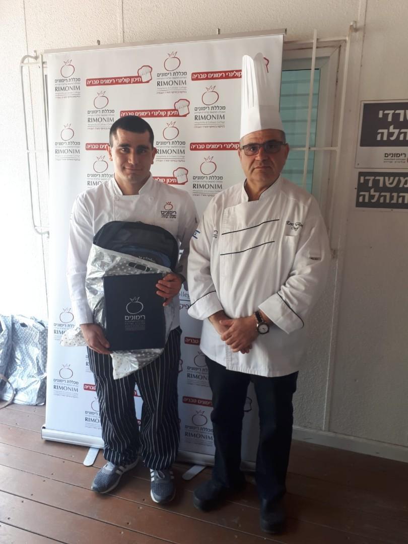 אדהם גאנם, (שמאל), עם שף קונדיטור ארז עמוס ממכללת רימונים, טבריה (צילום: מירי חג'בי)