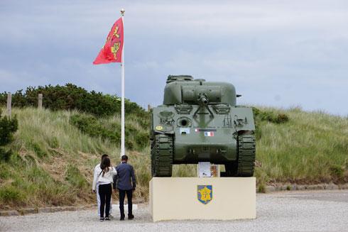 כבוד לנופלים. אנדרטה ללוחמי בעלות הברית, סמוך לחוף יוטה  (צילום: צביקה בורג)