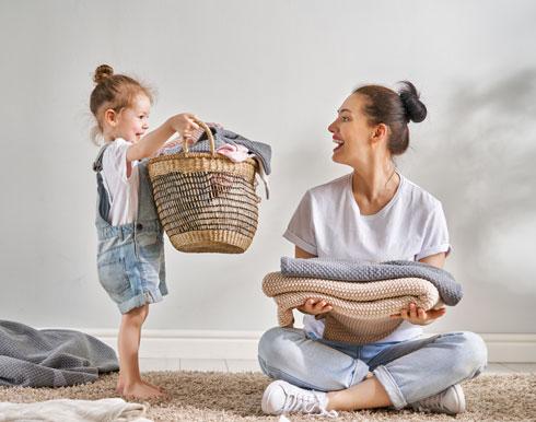 למדו אותם להיות עצמאיים ולהשתתף במשימות הבית מהרגע שהם עושים את צעדיהם הראשונים (צילום: Shutterstock)