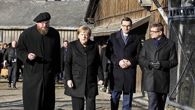 אנגלה מרקל בביקור במחנה ההשמדה, אושוויץ (צילום: AP)