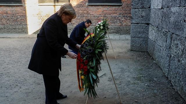 אנגלה מרקל בביקור במחנה ההשמדה, אושוויץ (צילום: רויטרס)
