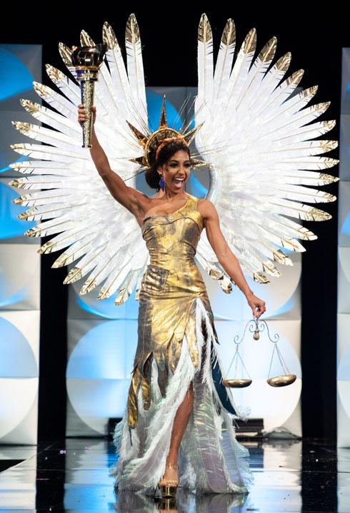 פסל החירות והמאזניים. התלבושת הלאומית של מיס ארצות-הברית  (צילום: Patrick Prather, Miss Universe)