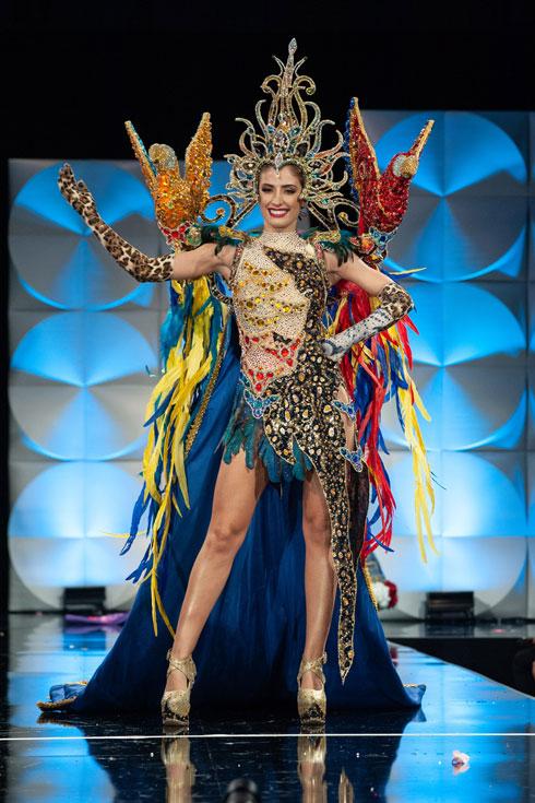 תוכי על כל כתף. מיס פרגוואי   (צילום: Patrick Prather, Miss Universe)