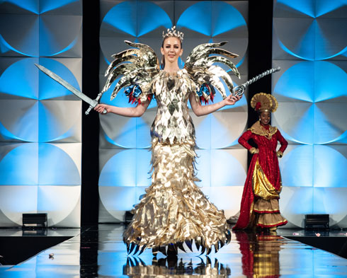 לוחמת. מיס רומניה  (צילום: Patrick Prather, Miss Universe)