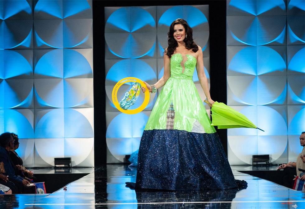מיס בריטניה מציגה את בעיית שינויי האקלים, בעיצובו של המעצב הישראלי אביעד אריק הרמן  (צילום: Patrick Prather, Miss Universe)